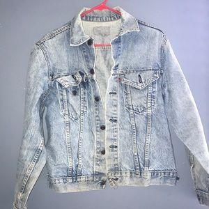 Light denim washed look vintage jean jacket